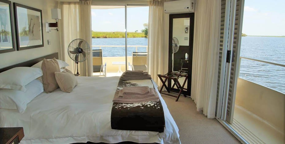 Master suite on the Zambezi Queen