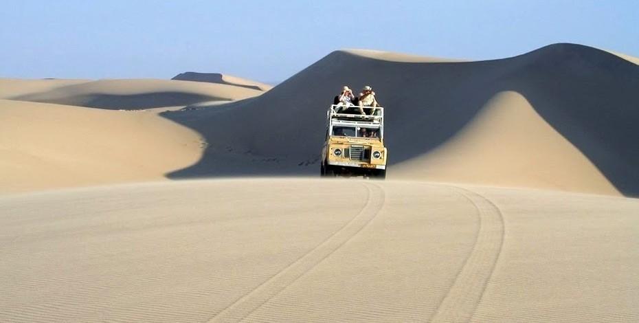 Land Rover safari on Skeleton Coast
