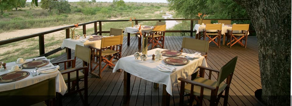 Outside dining at Singita Ebony Lodge